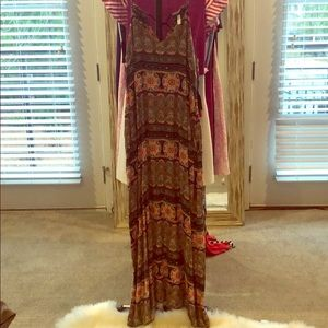 Flowy maxi dress in the cutest print with pockets!